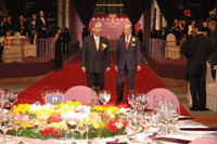Mr. Rafael Si-Yan HUI, officiating guest and Sir Run Run Shaw, founder of the Shaw Prize, arrive at the Grand Hall