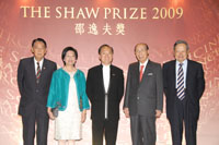 Mr and Mrs Donald Tsang were welcomed by Sir Run Run Shaw, Professor Chen-Ning Yang and Professor Ma Lin