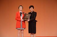 2017年度「邵逸夫數學科學獎」得獎者克萊爾.瓦贊教授