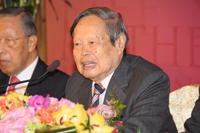 邵逸夫奖评审会主席及理事会理事杨振宁教授公布2012年得奖人名单