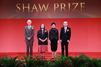 The Hon Mrs Carrie Lam Cheng Yuet-ngor taking group photo with Shaw Laureates 2019 on stage at the Award Presentation Ceremony 2019