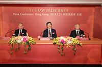 邵逸夫奖理事会理事正准备宣布今届得奖者名单及有关赞词
